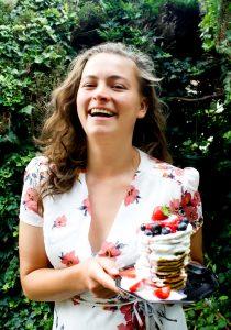 Foto Eline met stapel pannenkoeken