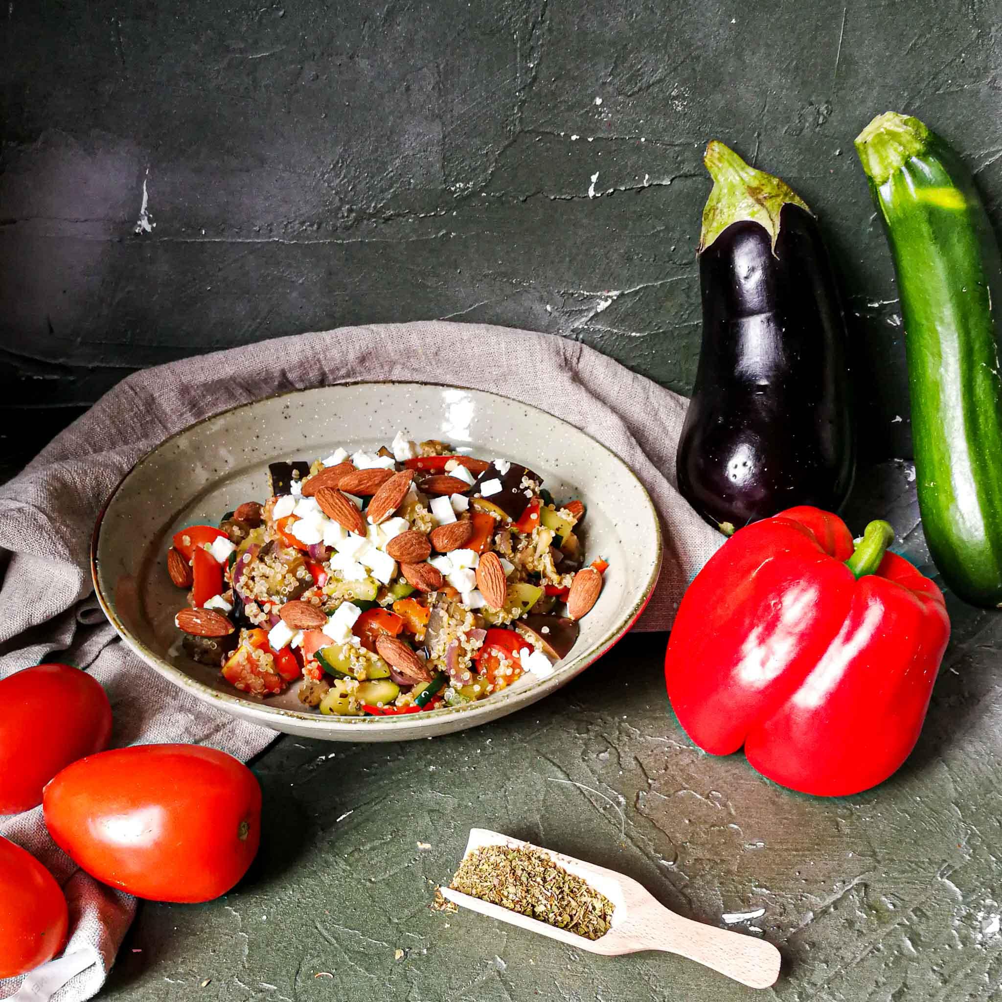 Quinoa met feta, groenten en Italiaanse kruiden