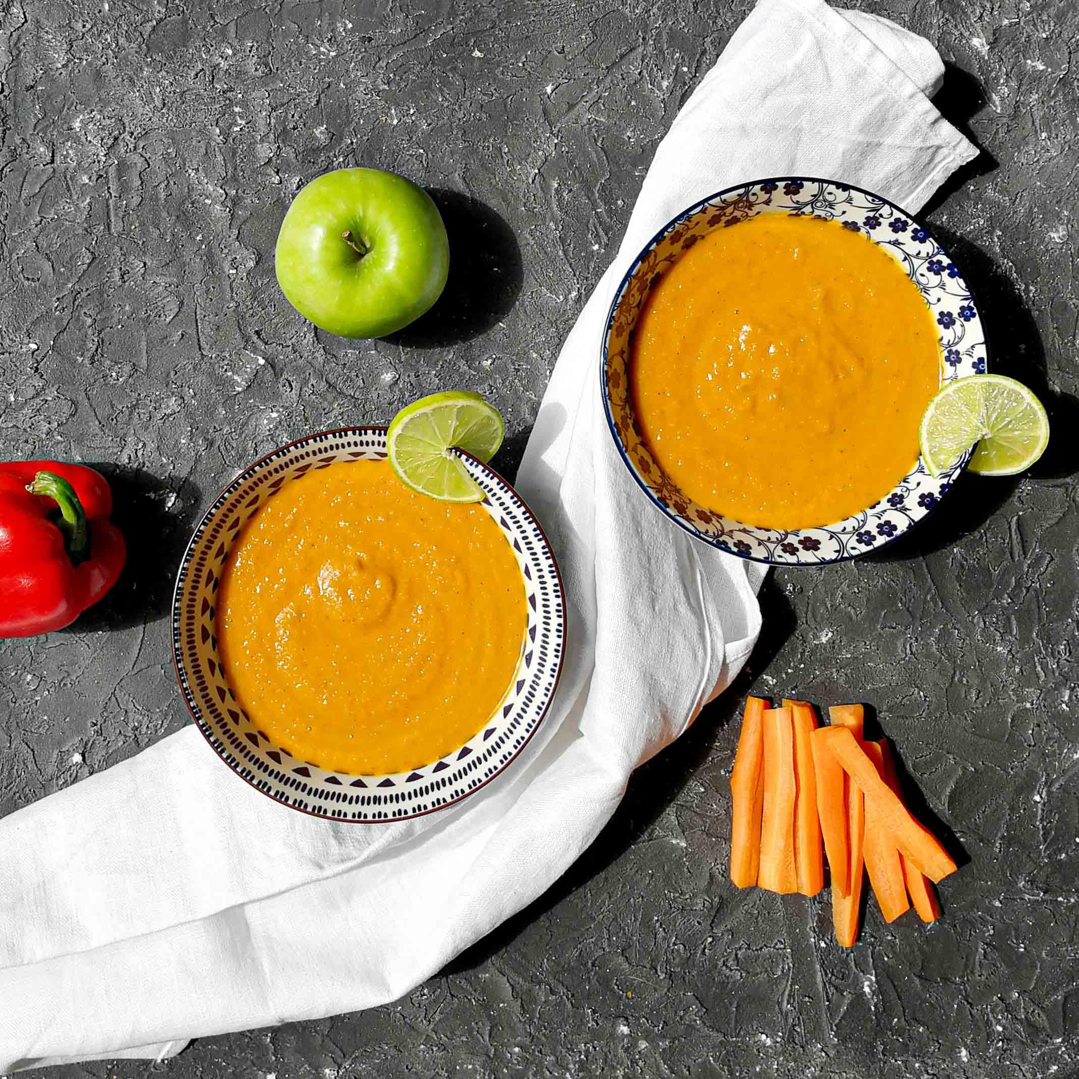 Soep met wortel, paprika, appel en pindakaas