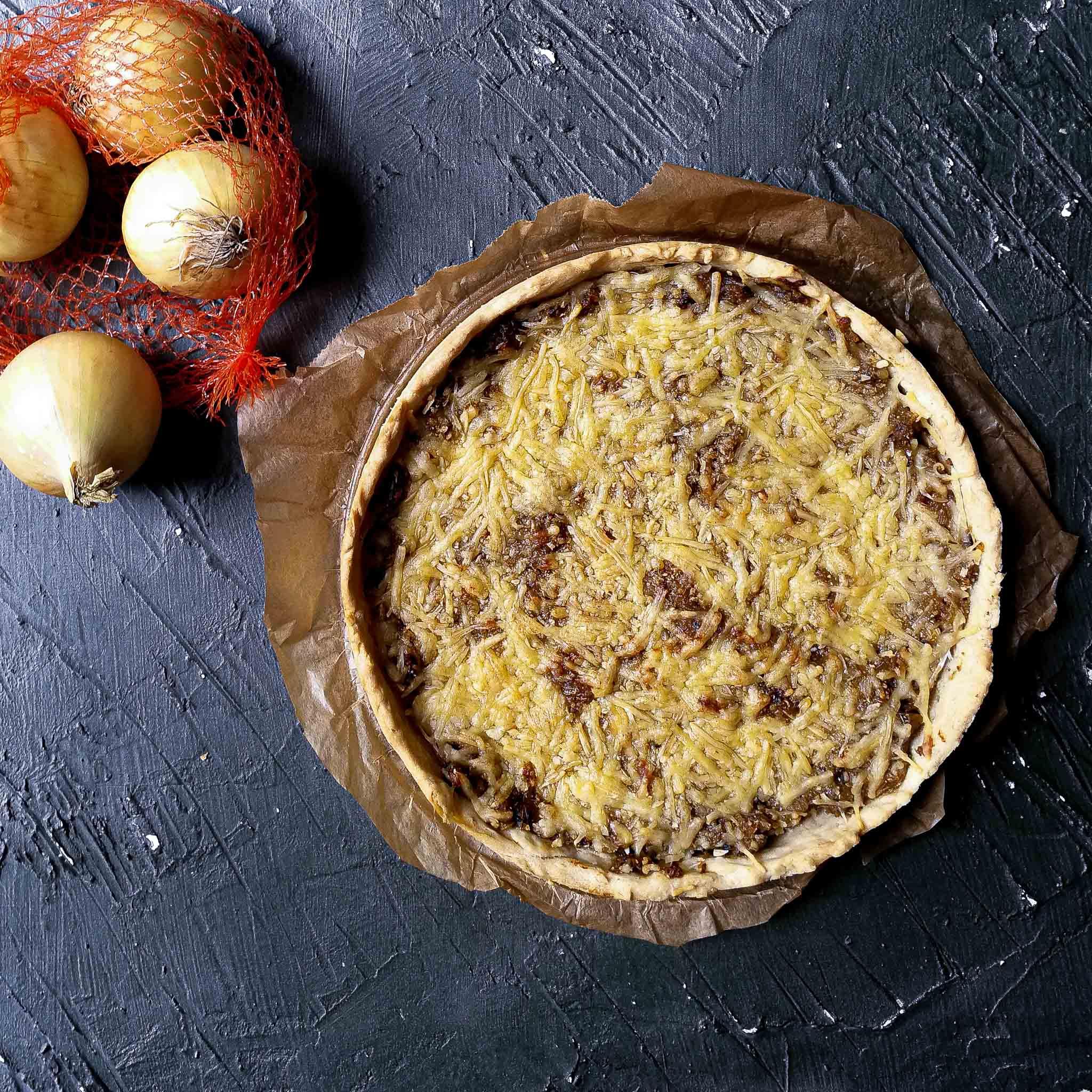 Uienquiche met tijm en oude kaas