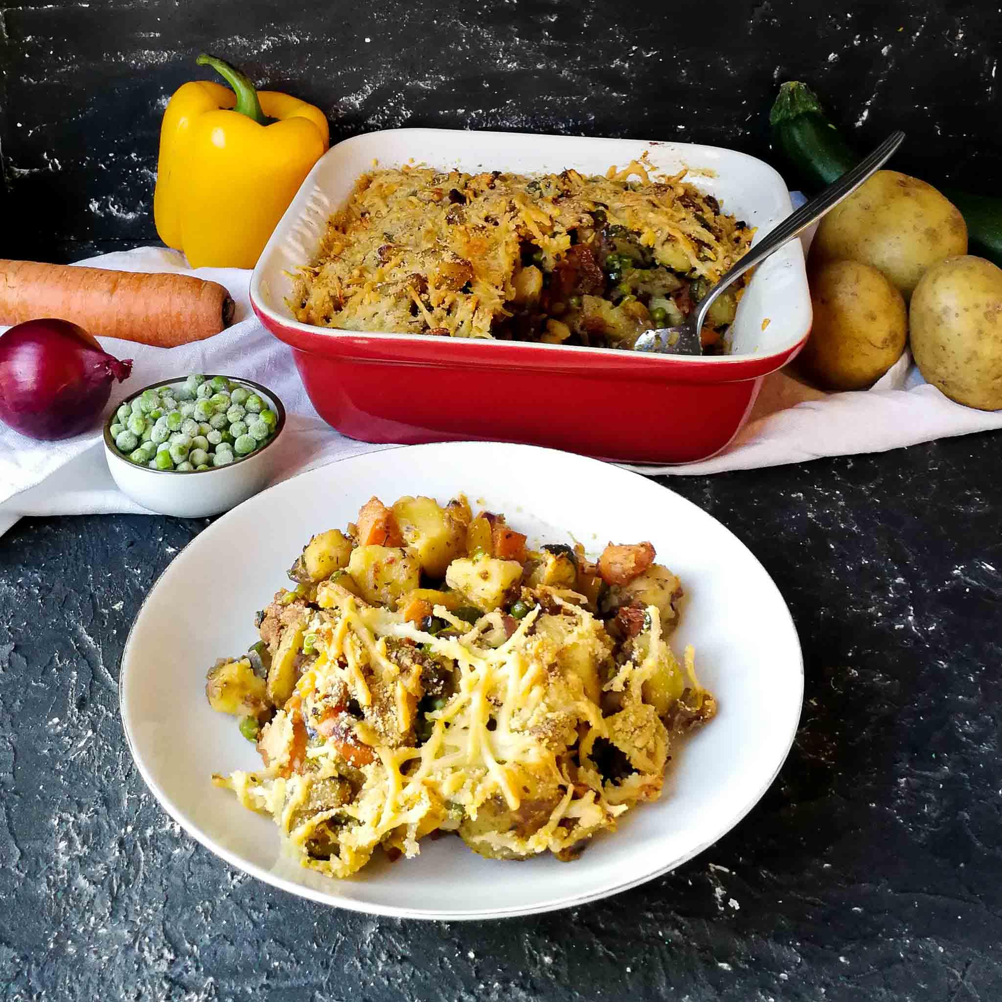 Aardappelschotel met zongedroogde tomaatjes en kaas