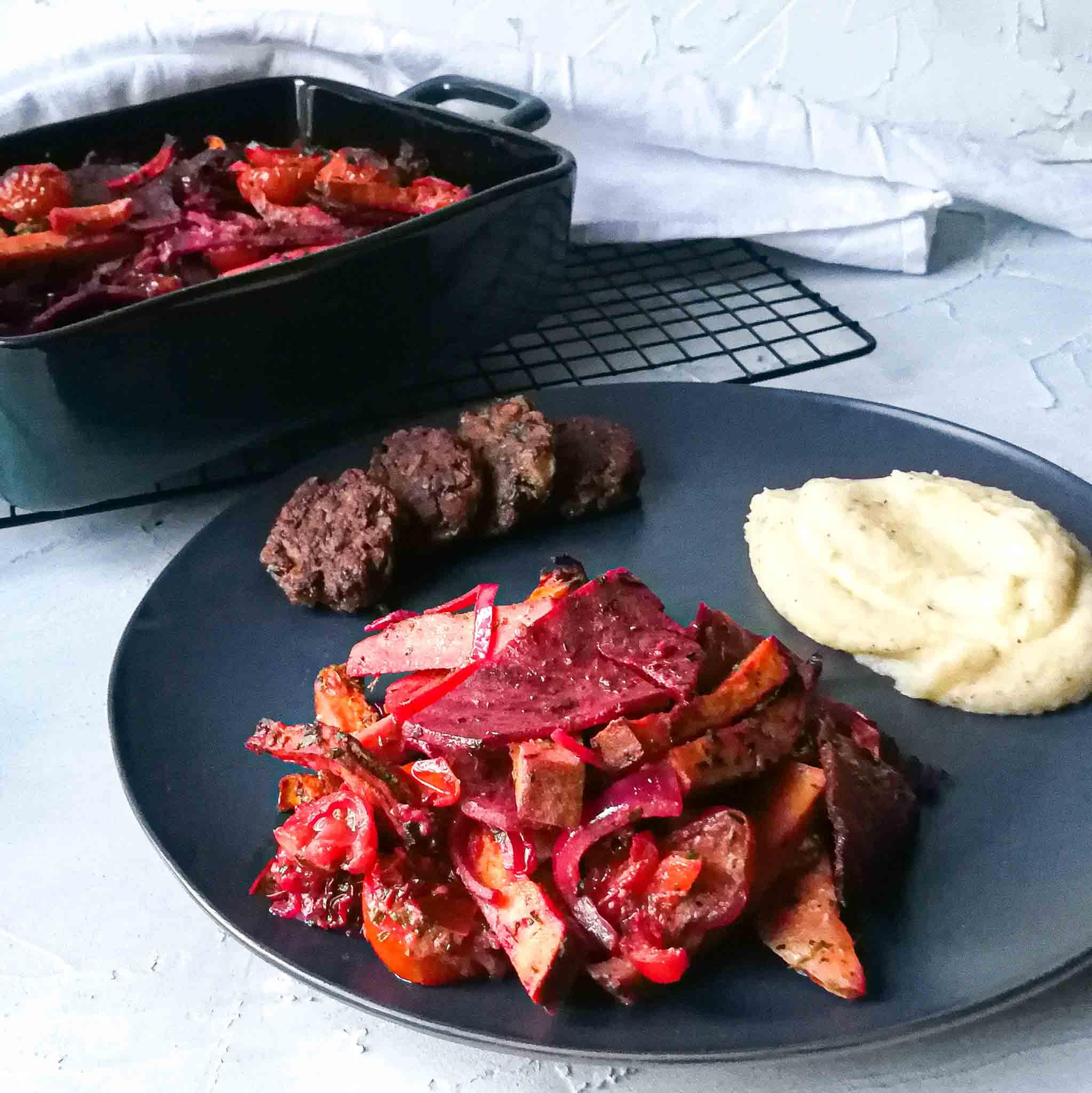 Groenteschotel met rode biet, zongedroogde tomaat en geitenkaas