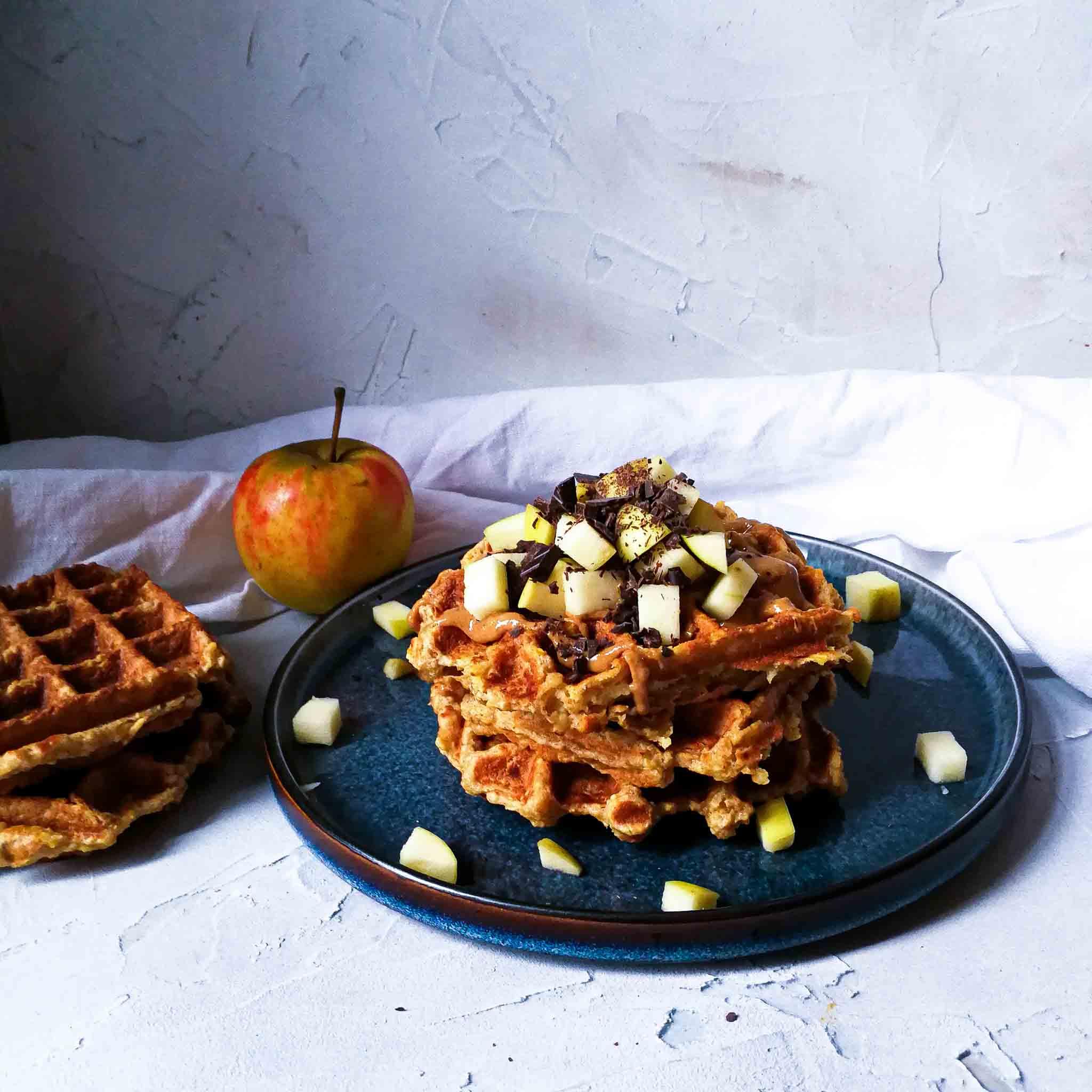 Wafels met appel, pindakaas en pure chocola