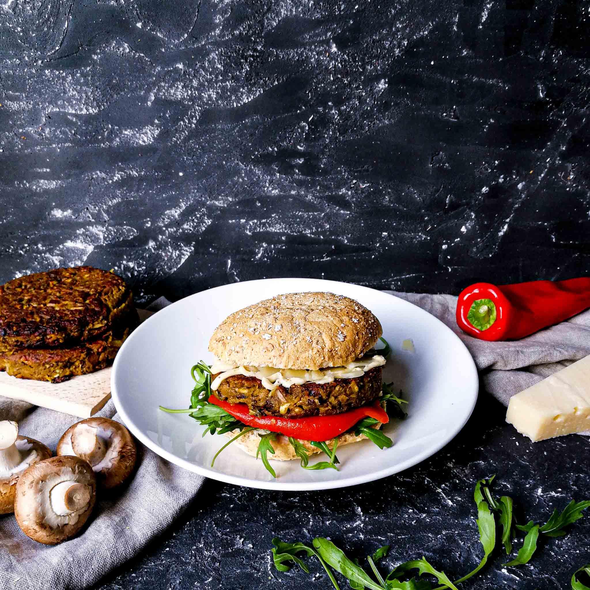 Champignonburgers met truffelmayo en geroosterde paprika