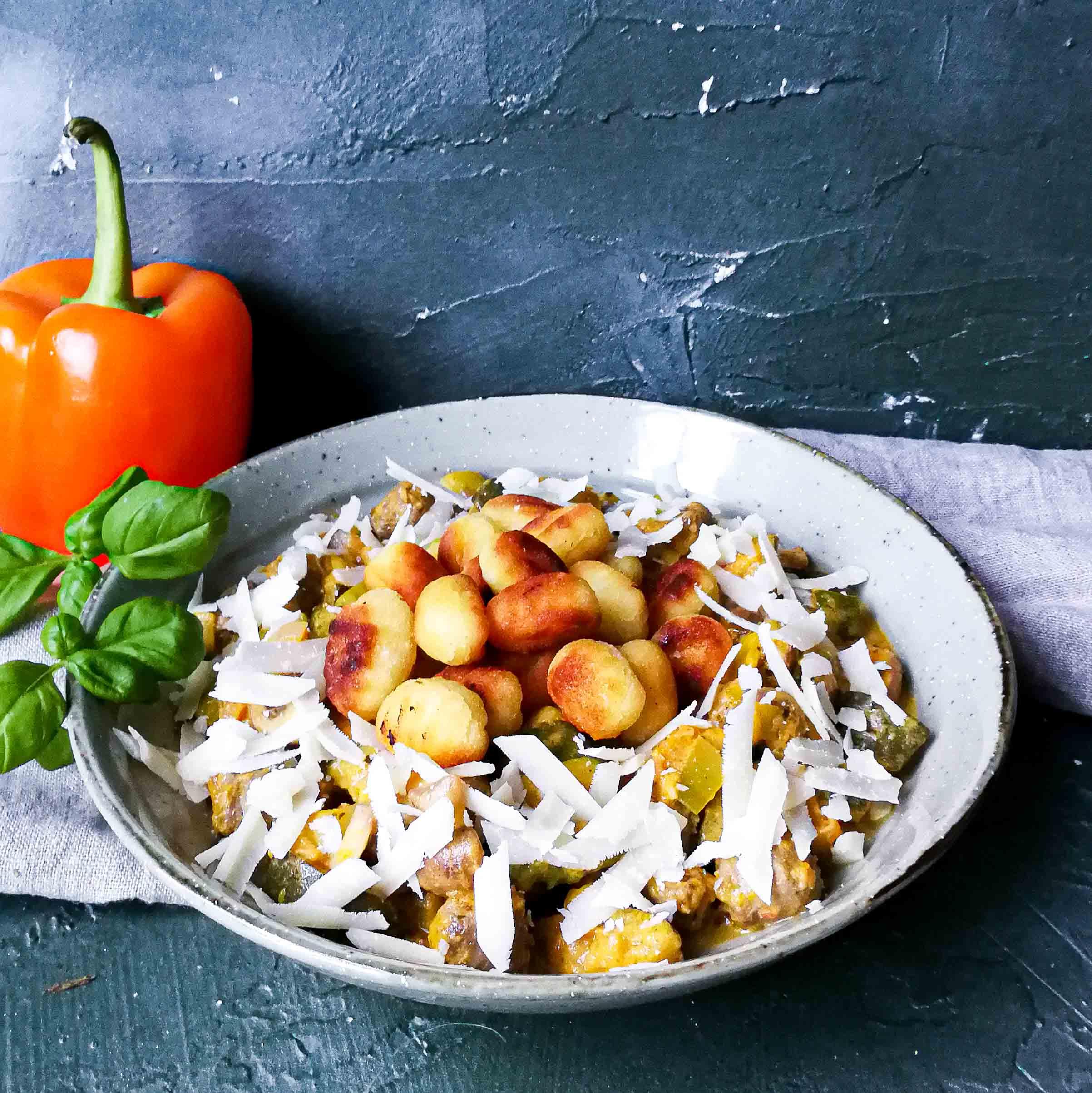 Gnocchi met chipolata's en homemade paprikasaus