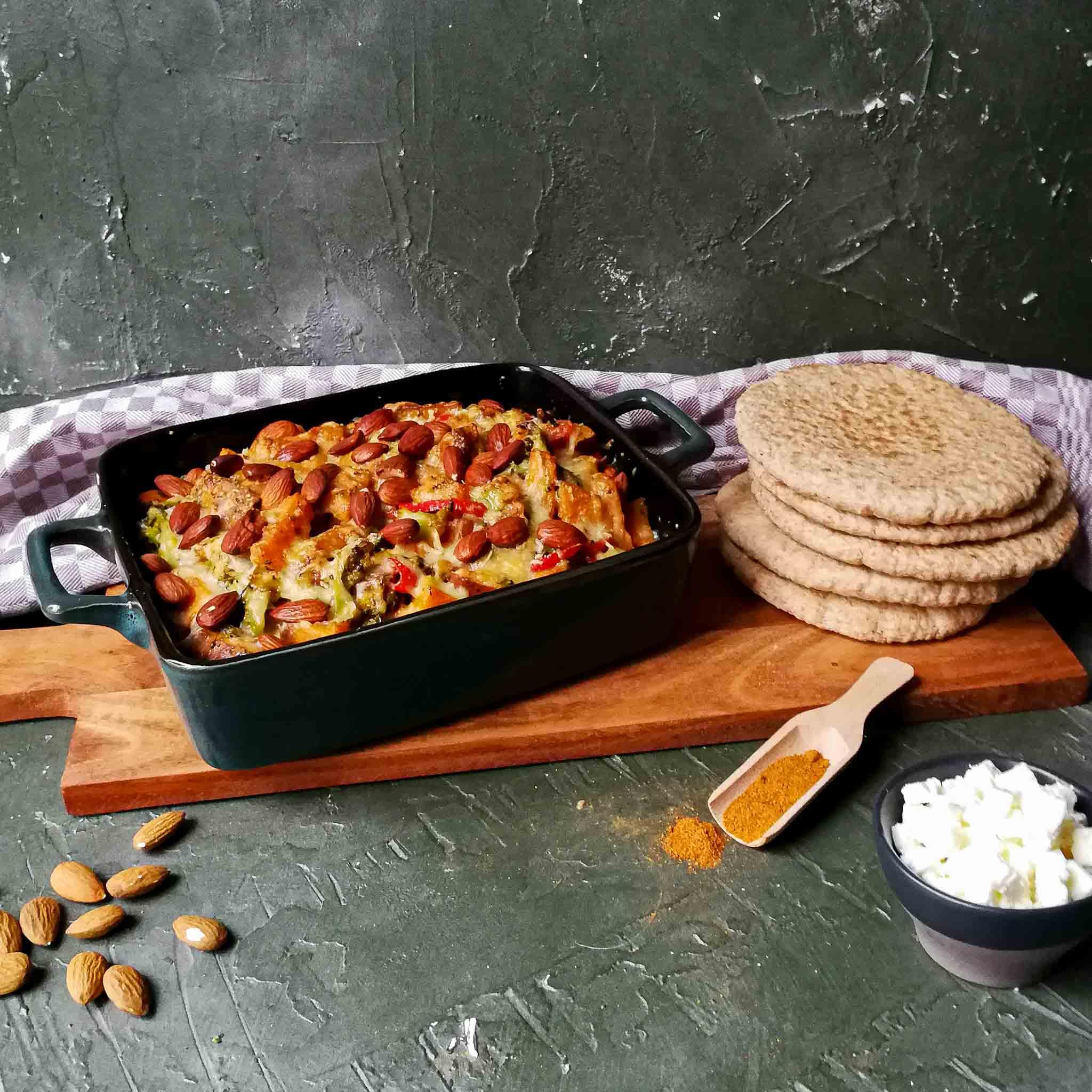 Harissacurry uit de oven met feta en amandelen