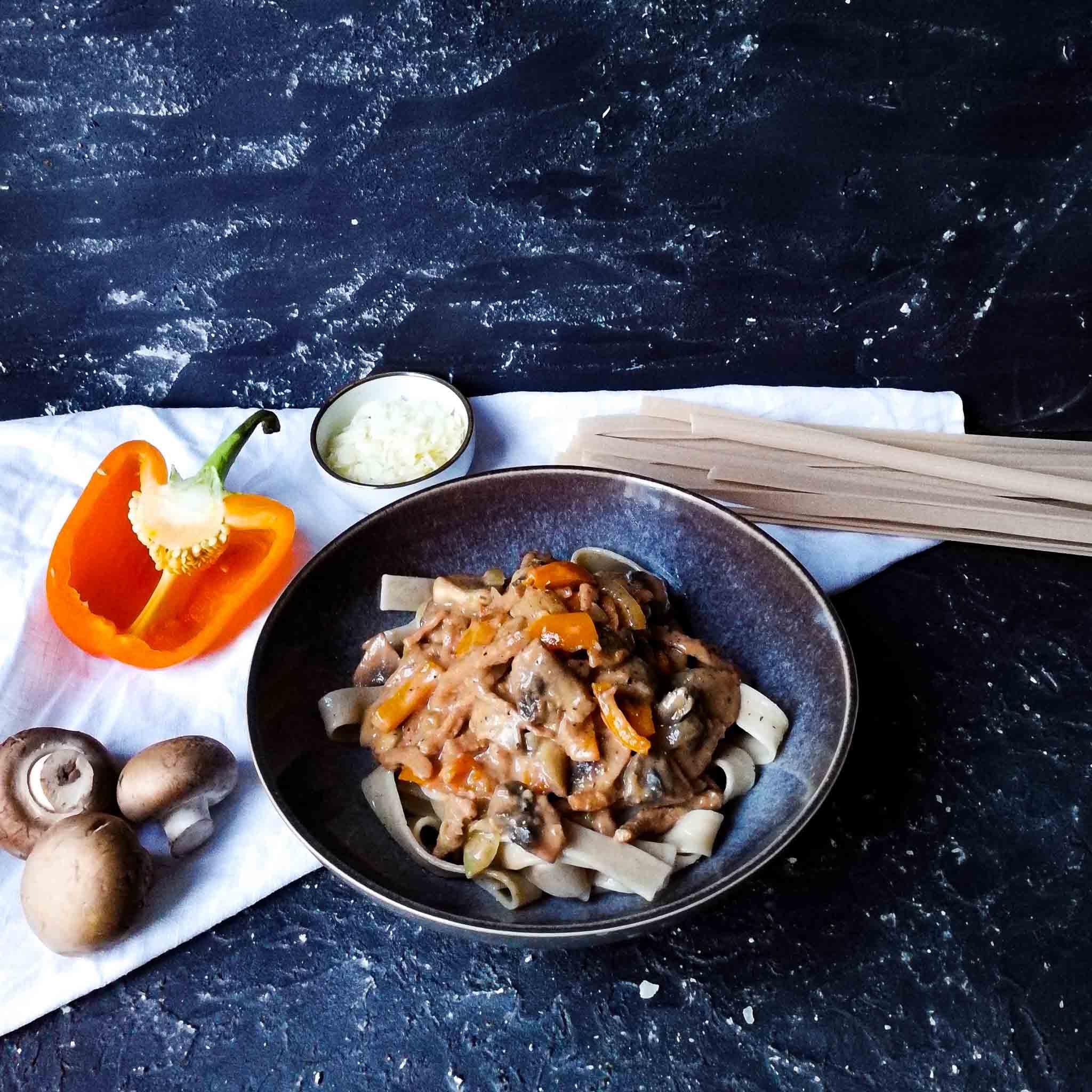 Tagliatelle met vega spekjes en truffelsaus