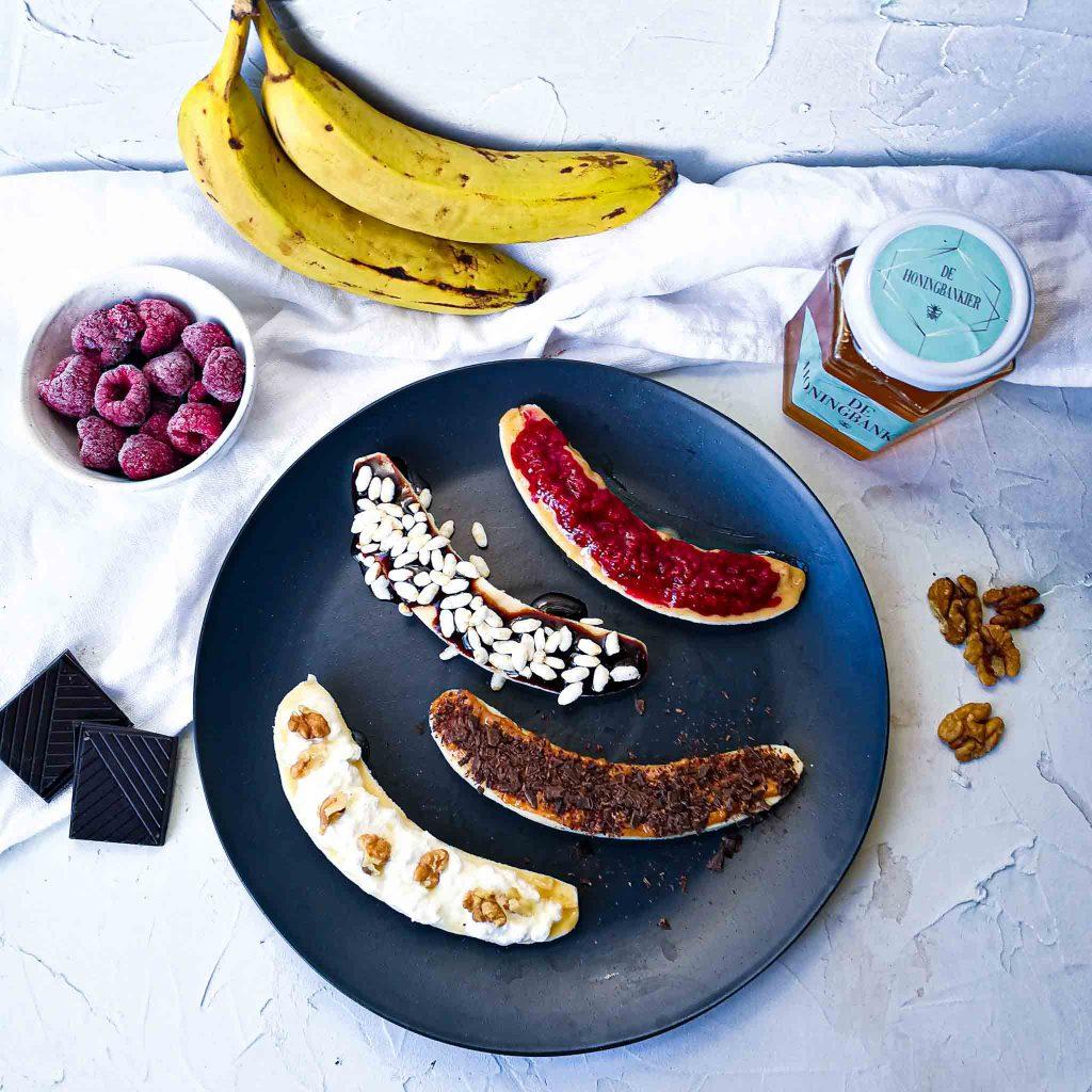 Bananenontbijtje met allerlei toppings