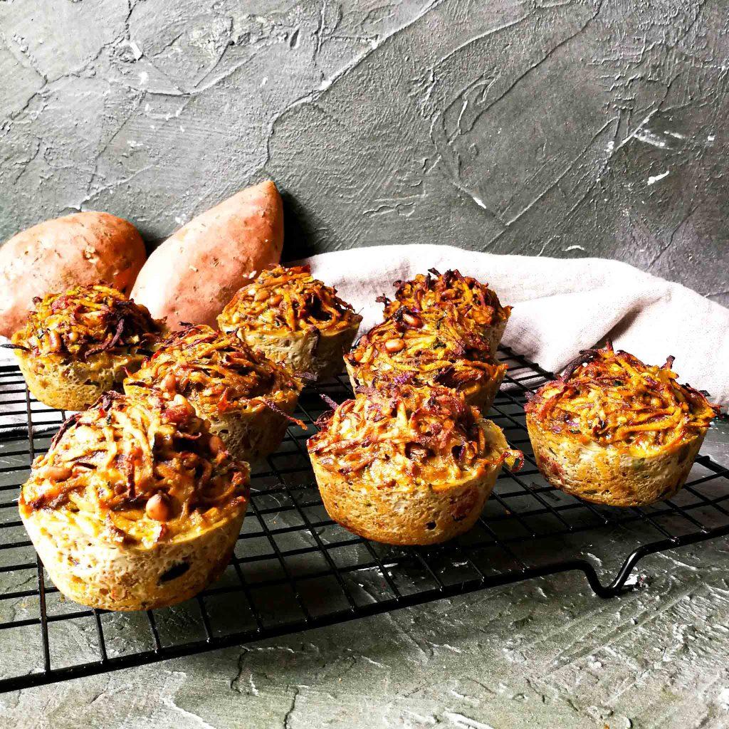 Zoeteaardappelmuffins met courgette en pesto