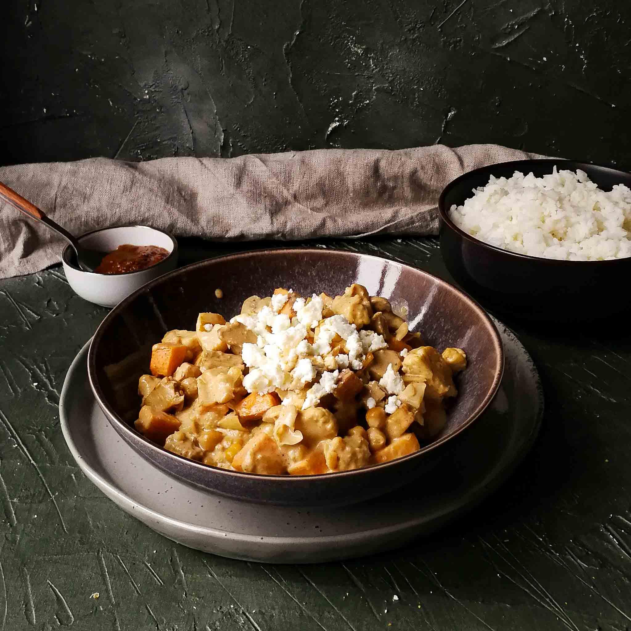Vega tandoori met bloemkool, kikkererwten en feta