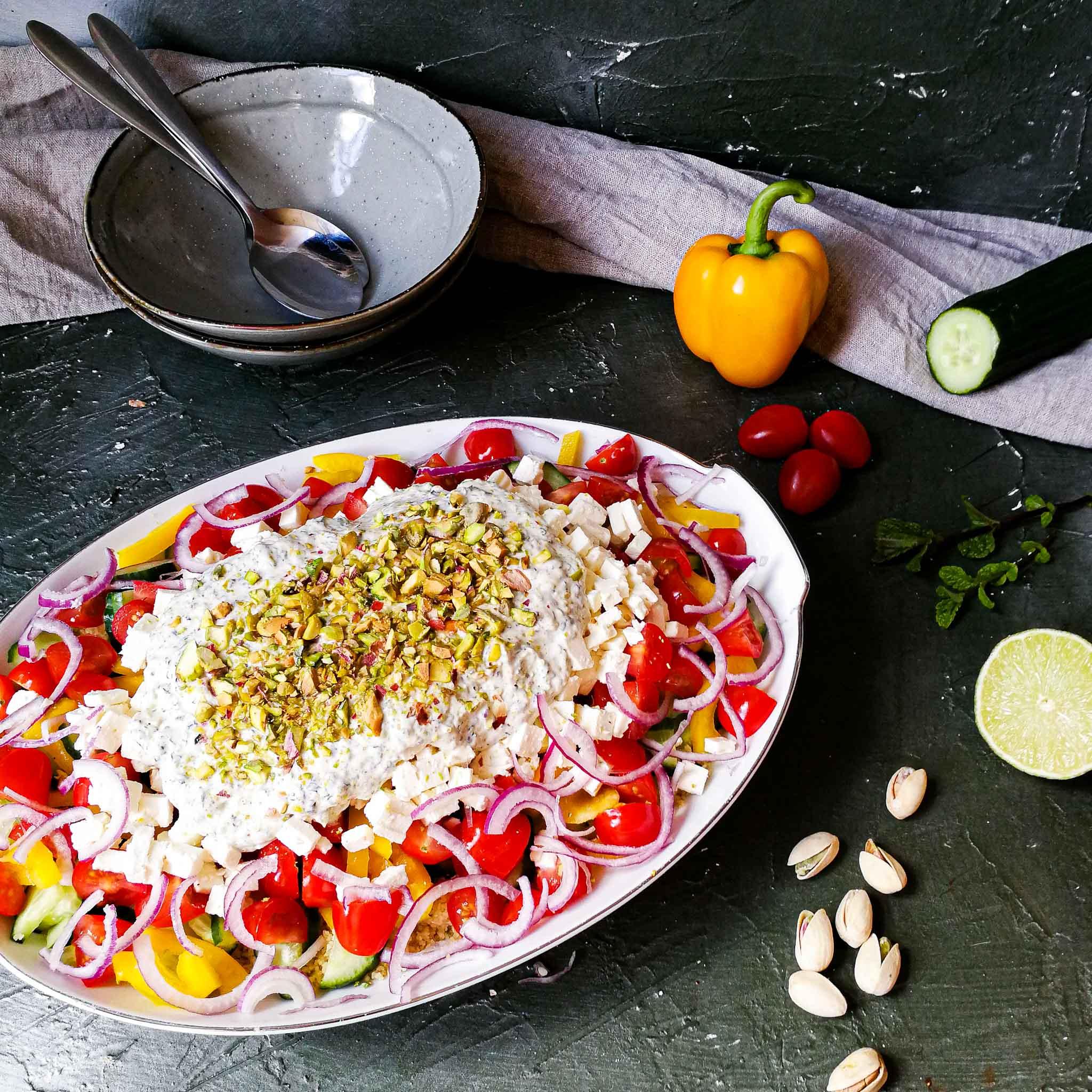 Couscoussalade met pistache-munt-yoghurtsaus